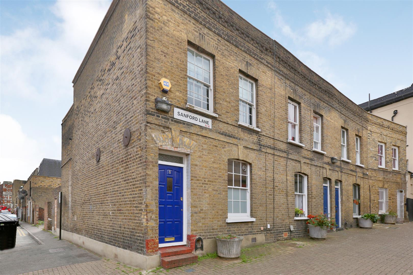 2 Bedrooms House for sale in Sanford Lane, London